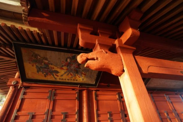 愛宕山橋雲寺辰巳の一代様のハズなのにイノシシっぽい装飾