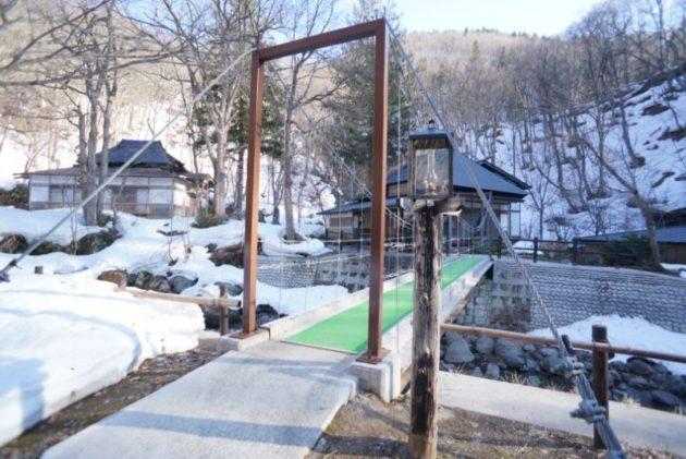 青荷温泉の橋とはなれの温泉