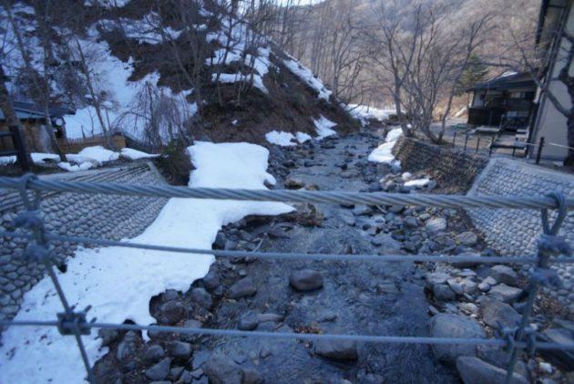 青荷温泉の水が綺麗な川
