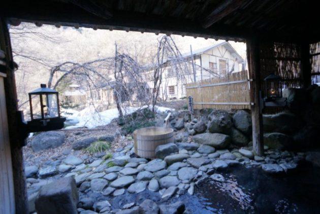青荷温泉の露天風呂の眺め