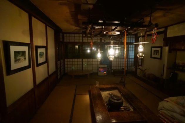 青荷温泉の広間のランプ