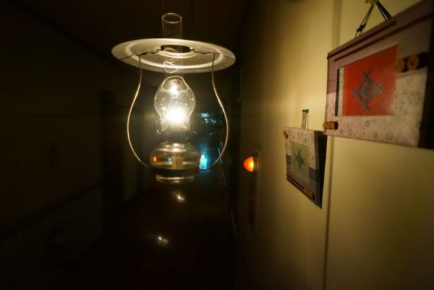 青荷温泉の夜のランプとこぎん