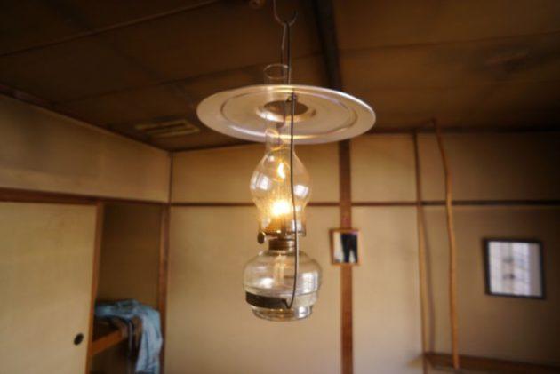 青荷温泉の客室のランプ