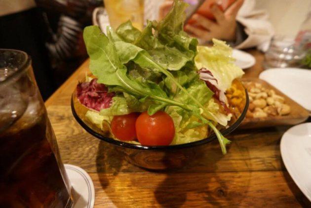 YAKITORI ROCHEのレタスたっぷりグリーンサラダ