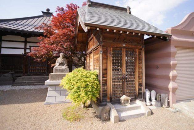 神岡山大円寺の地蔵堂