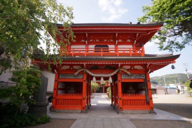 神岡山大円寺の山門の裏