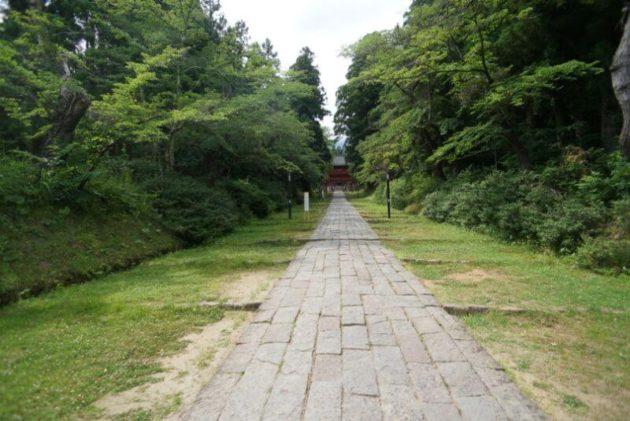 岩木山神社のお山参詣時に宵宮が並ぶ通路
