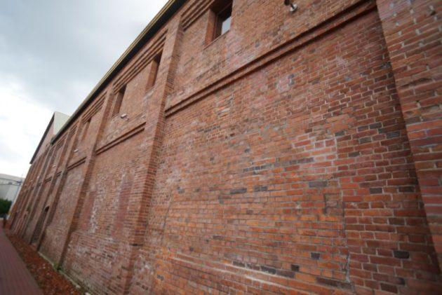 弘前れんが倉庫美術館の煉瓦の壁