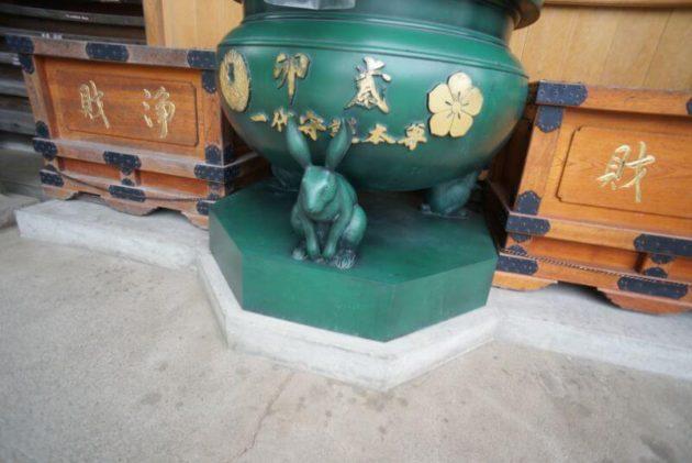 金剛山最勝院の本堂のうさぎ