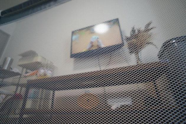 ベビーサークルからはテレビが見えないと言う盲点
